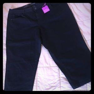 NWT Lane Bryant black capris, size 20